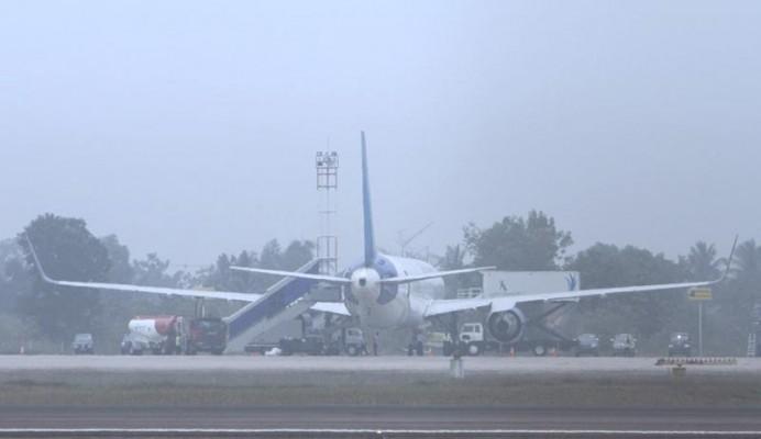 20121001-Kabut-asap-di-bandara-01.jpg<pf>20121001-Kabut-asap-di-bandara-02.jpg<pf>20121001-Kabut-asap-di-bandara-031.jpg