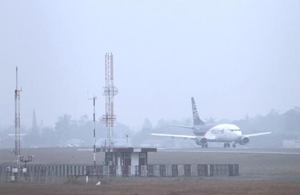 20121001-Kabut-asap-di-bandara-02.jpg