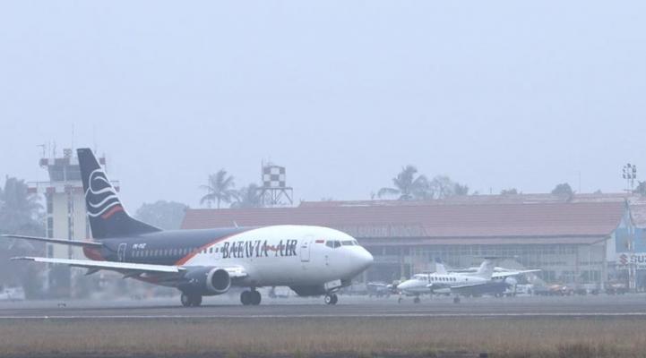 20121001-Kabut-asap-di-bandara-031.jpg