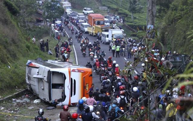 20121001-Kecelakaan-Bus-03.jpg