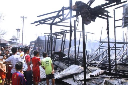 20120924-kebakaran-alalak-02.jpg